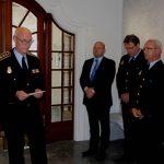 Mindehøjtideligheden blev indledt af en tale af Rigspolitichef Jens Henrik Højbjerg, efterfulgt af et minuts stilhed til ære for kolleger, vi gennem tiden har mistet